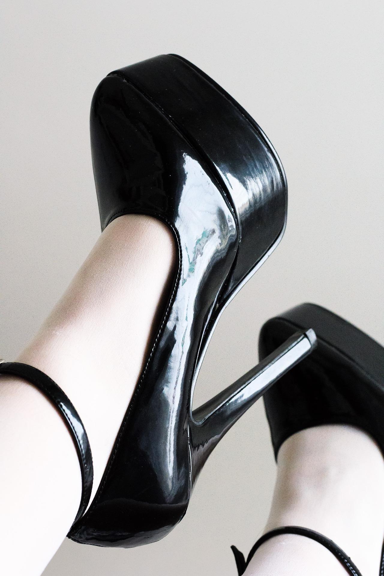 ヒール以外で使えそうなオフィス靴で腰痛、肩こりを予防。